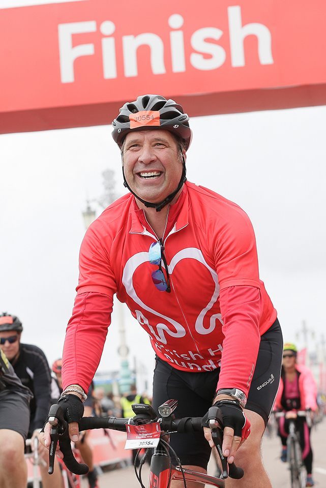 David Seaman crosses the finish line at London to Brighton 2018