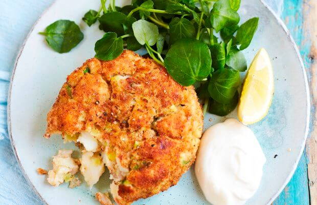 Crispy salmon fishcakes with lemon mayo